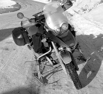mecanique moto rouler sur la neige moto. Black Bedroom Furniture Sets. Home Design Ideas