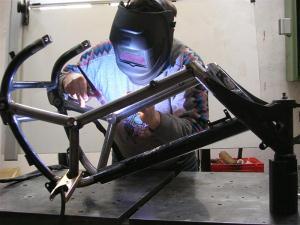 mecanique moto s 39 quiper pour la soudure. Black Bedroom Furniture Sets. Home Design Ideas