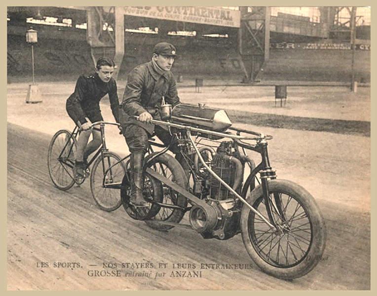 Vieilles photos (pour ceux qui aiment les anciennes photos de bikers ou autre......) Anzani_pace_bike
