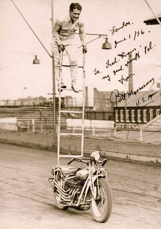 Vieilles photos (pour ceux qui aiment les anciennes photos de bikers ou autre......) Putt_Mossman_INDIAN_4cyl