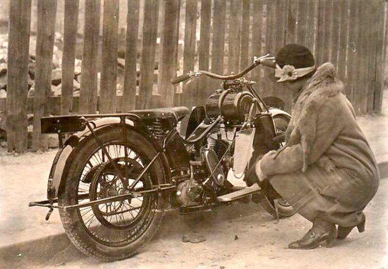 Vieilles photos (pour ceux qui aiment les anciennes photos de bikers ou autre......) TerrotRenard