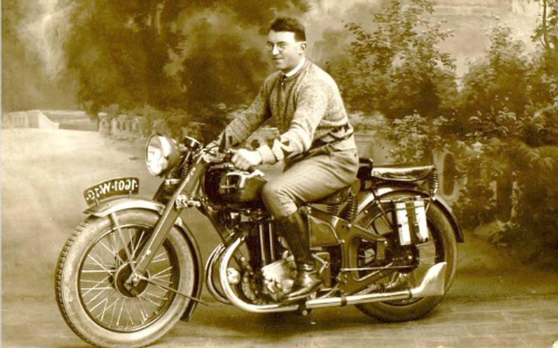 Vieilles photos (pour ceux qui aiment les anciennes photos de bikers ou autre......) Durandal