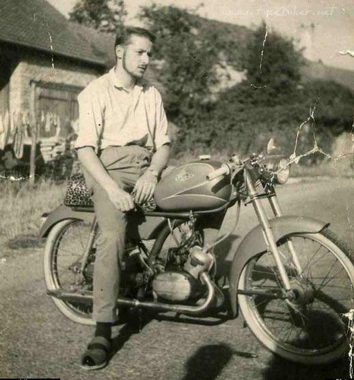 Vieilles photos (pour ceux qui aiment les anciennes photos de bikers ou autre......) Rock_roll