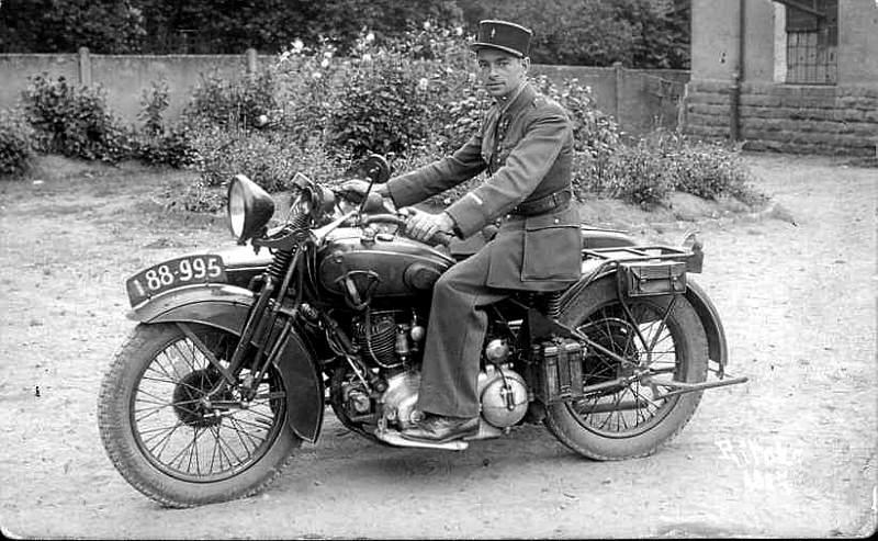 Vieilles photos (pour ceux qui aiment les anciennes photos de bikers ou autre......) Rene-Gillet
