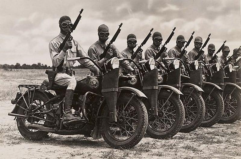 Vieilles photos (pour ceux qui aiment les anciennes photos de bikers ou autre......) Revue-motocycliste