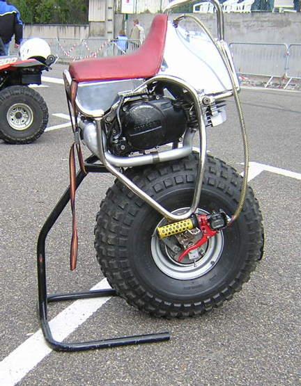 forum moto m canique moto sujet forum moto moto une roue. Black Bedroom Furniture Sets. Home Design Ideas