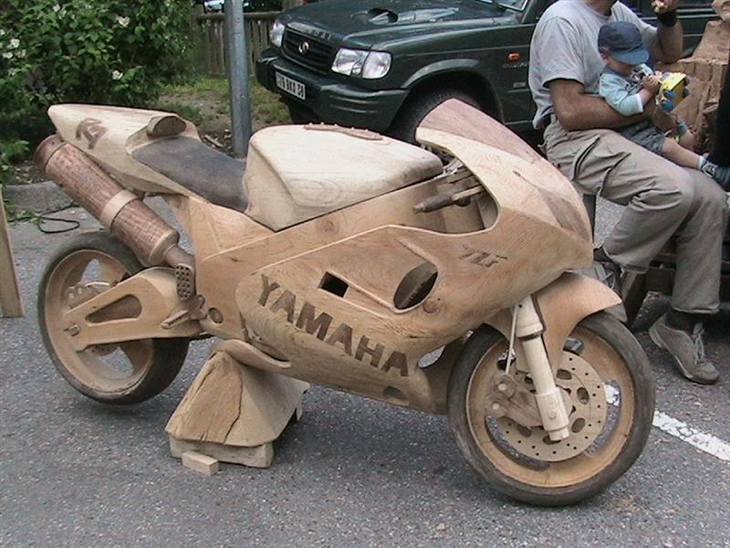 moto yamaha en bois