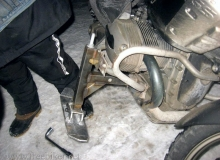 gros plan moto skis